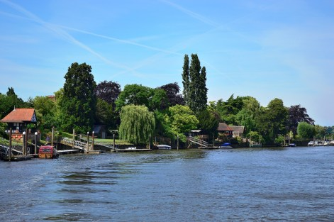 Hampton Crt by River