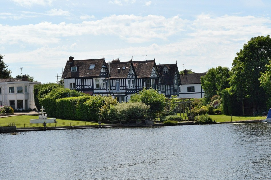Large Tudor - River - Windsor