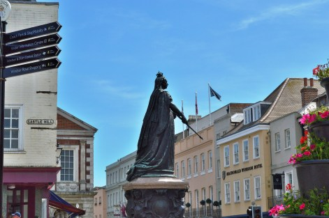 Queen Victoria Statue - Windsor