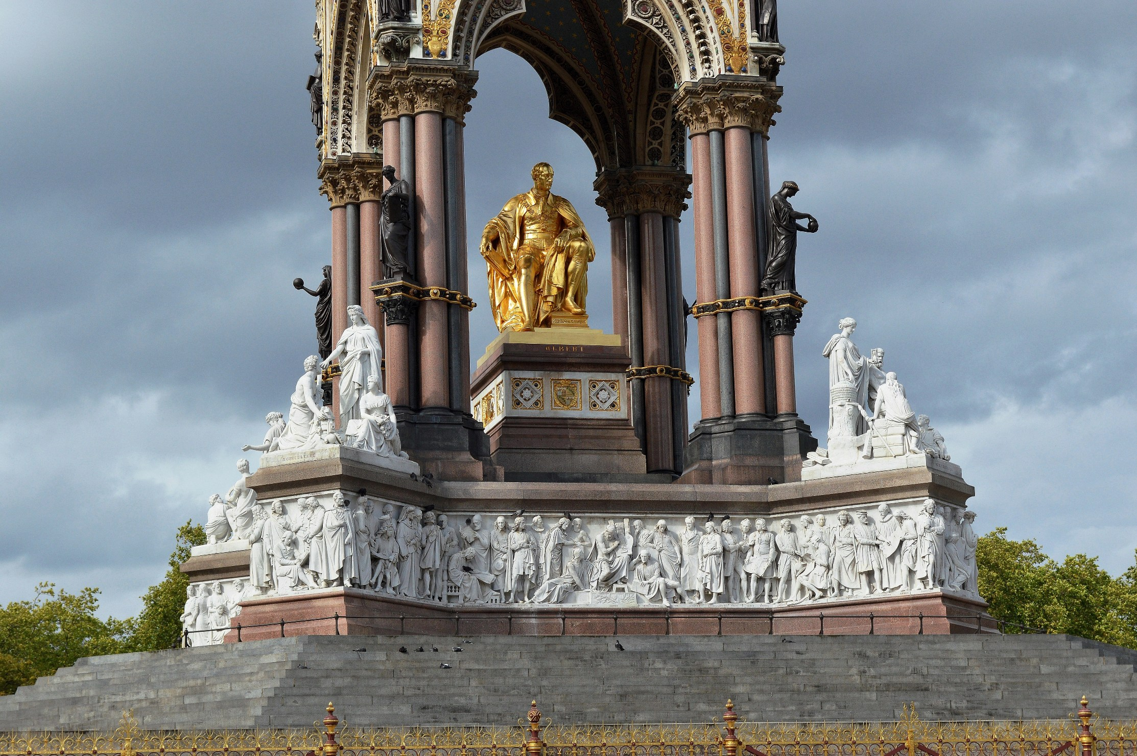 The albert memorial and the royal albert hall picture - What time does victoria gardens close ...