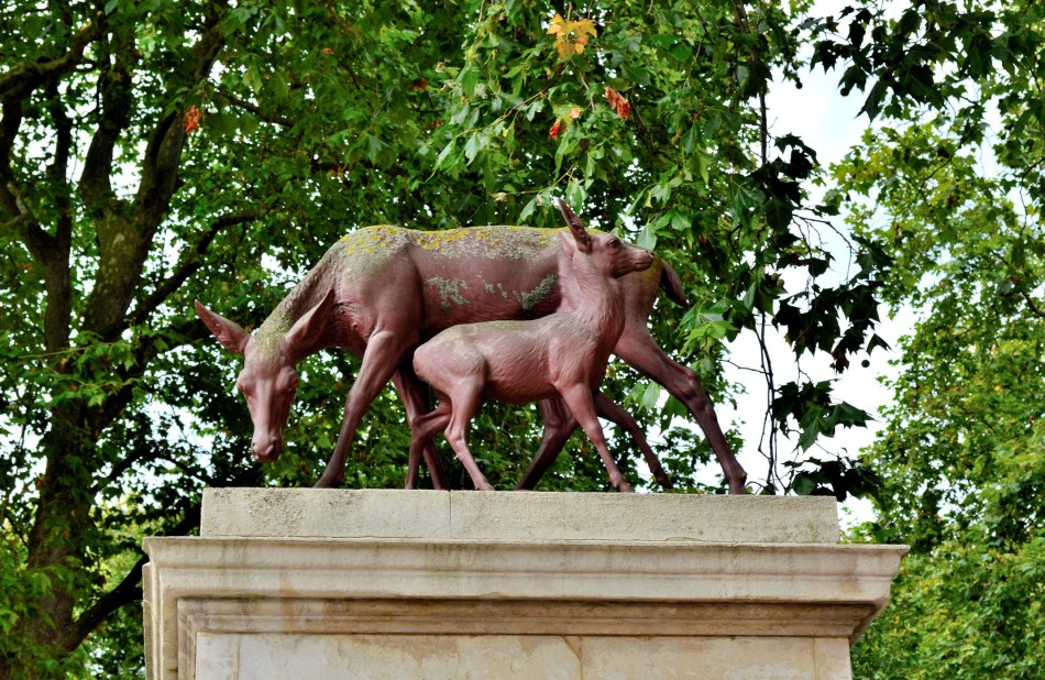 Deer and Foal - Queens Gate - Kensington Gardens