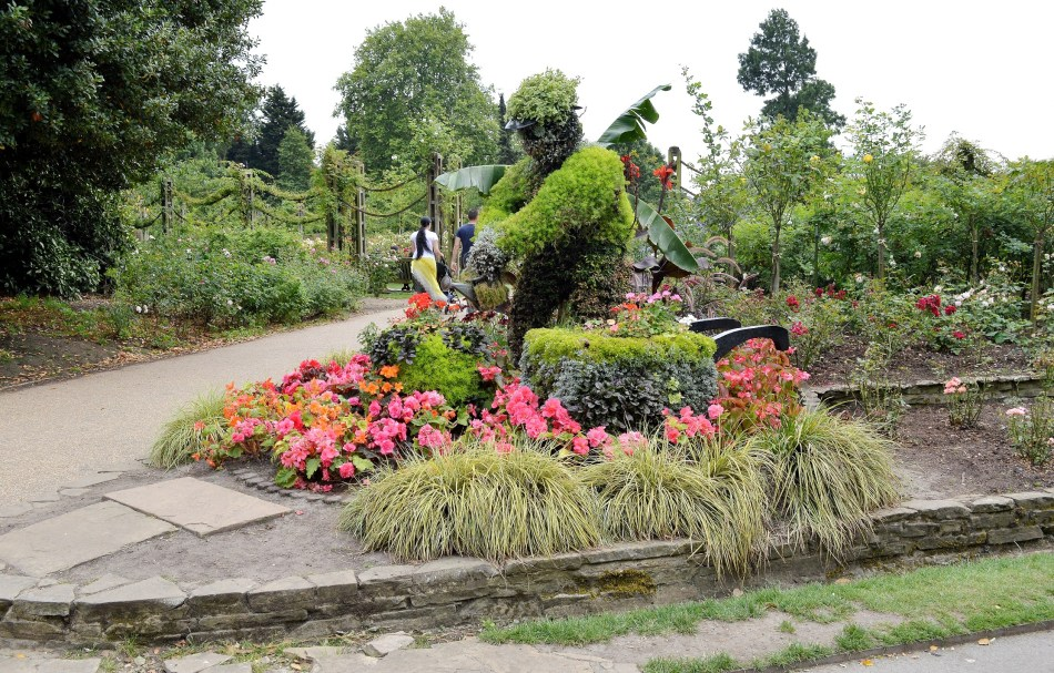 Queen Mary's Gardens - Flower Statue