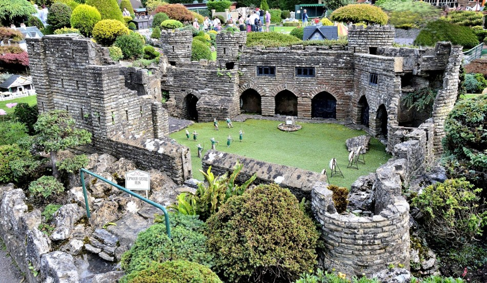 Bekonscot Model Village Ruined Castle