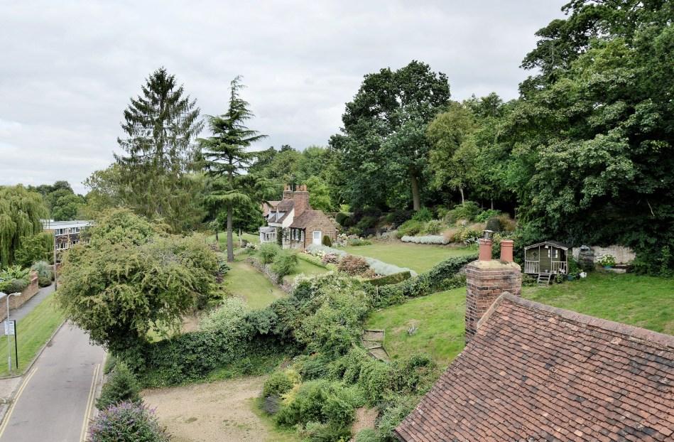 Hatfield House, Village