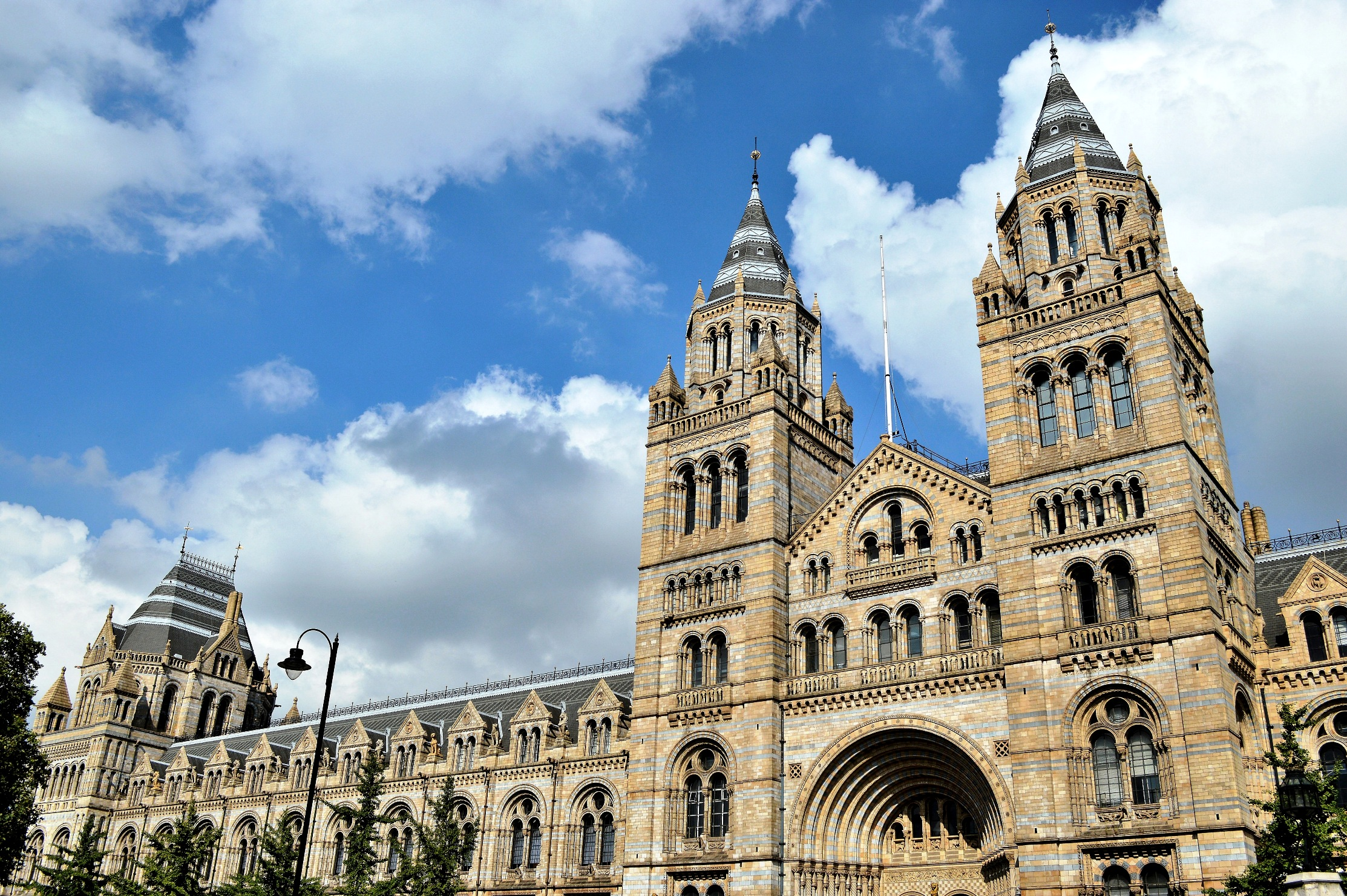 The natural history museum london picture this uk for Exterior architecture
