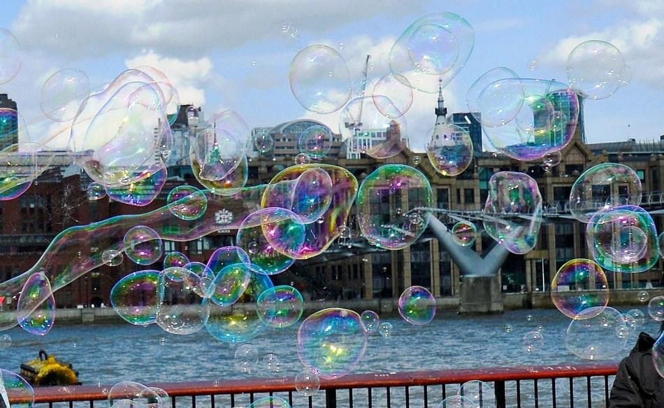 Bubbles on London's South Bank DSC_3139