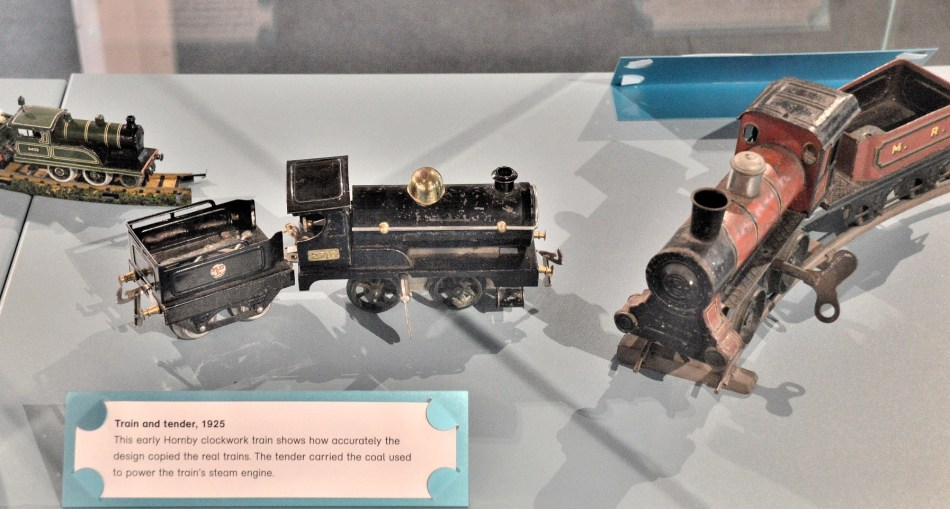V & A Toy Museum Clockwork Toy Train DSC_5210