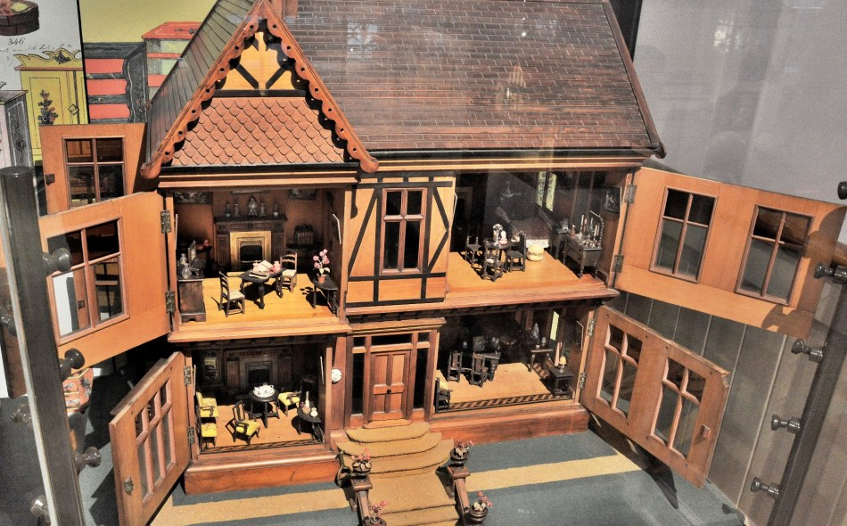 V & A Museum of Childhood Dolls House DSC_5444
