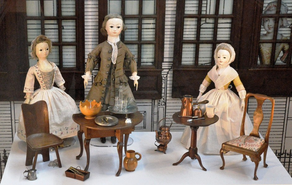 V & A Museum of Childhood Dolls