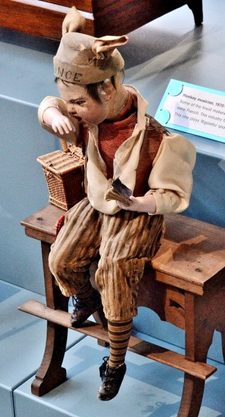 V & A Toy Museum Mechancal Puppet