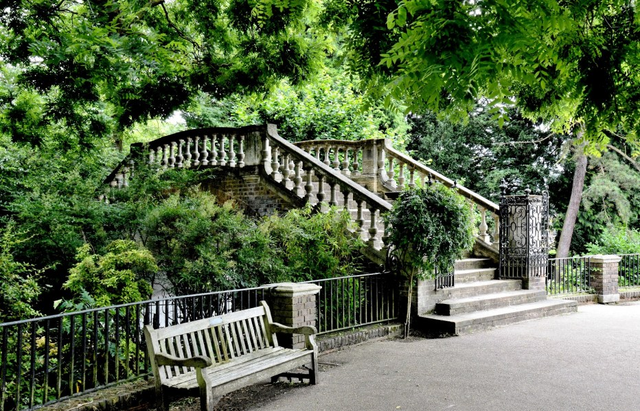 York House Gardens Bridge
