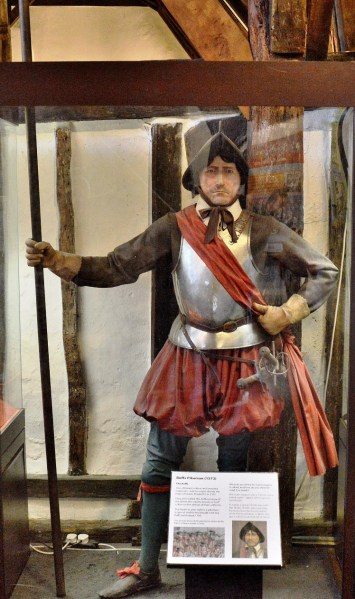 elizabethan-soldier-at-heritage-museum-in-canterbury-dsc_7623