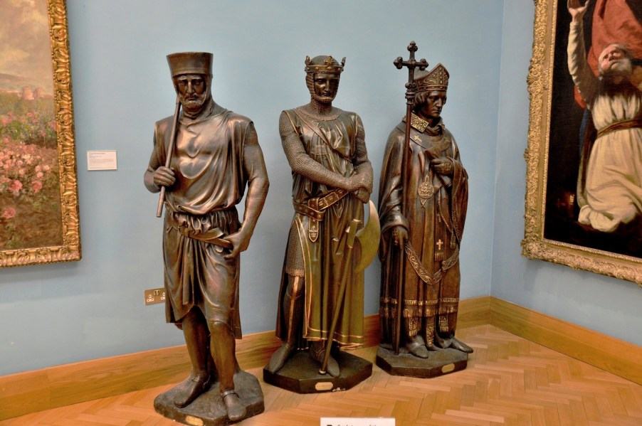 magna-carter-barons-sculptures-at-beaney-in-canterbury-dsc_7653