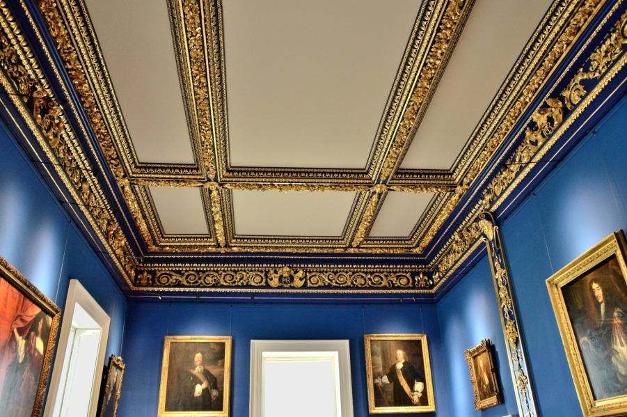 ornate-gold-ceiling-in-the-queens-house-at-greenwich
