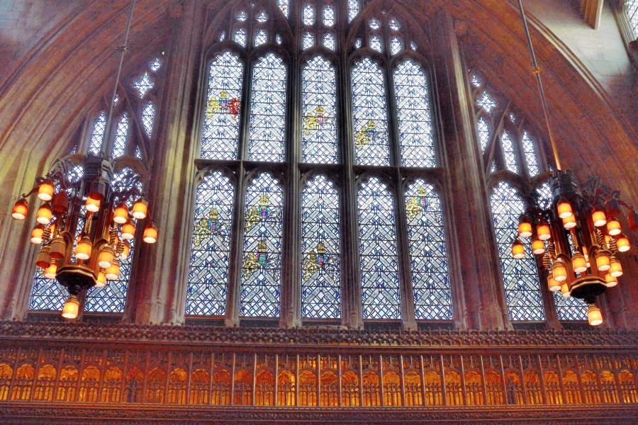 stained-glass-in-the-great-hall-at-the-guidhall-in-london