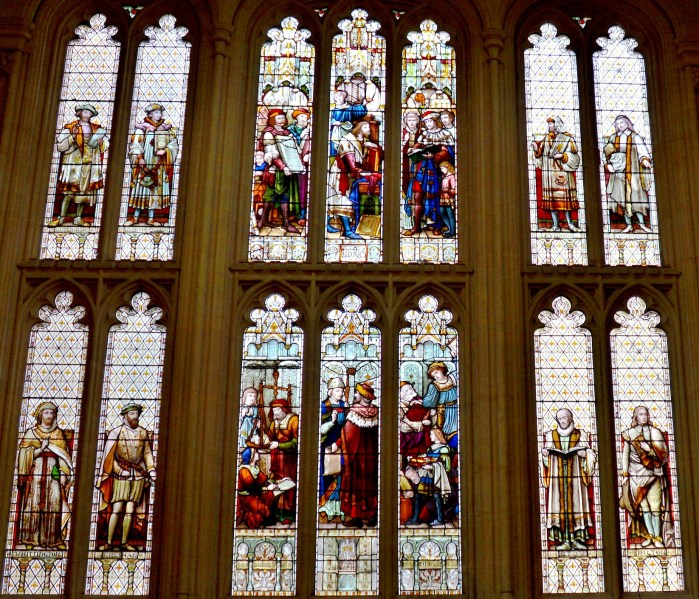 stained-glass-in-the-upper-hall-at-the-guildhall-in-london