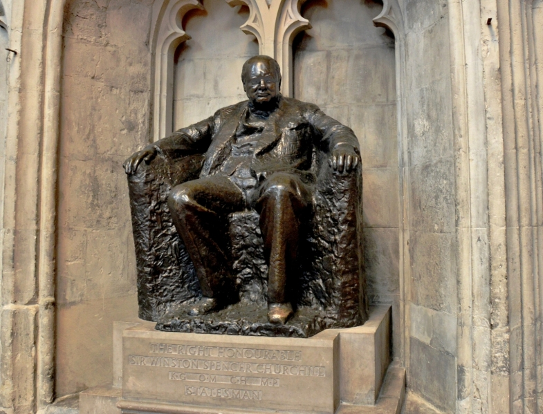 statue-of-winston-churchill-at-the-guidhall-in-london