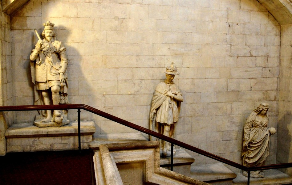 statues-of-monarchs-at-the-guidhall-london