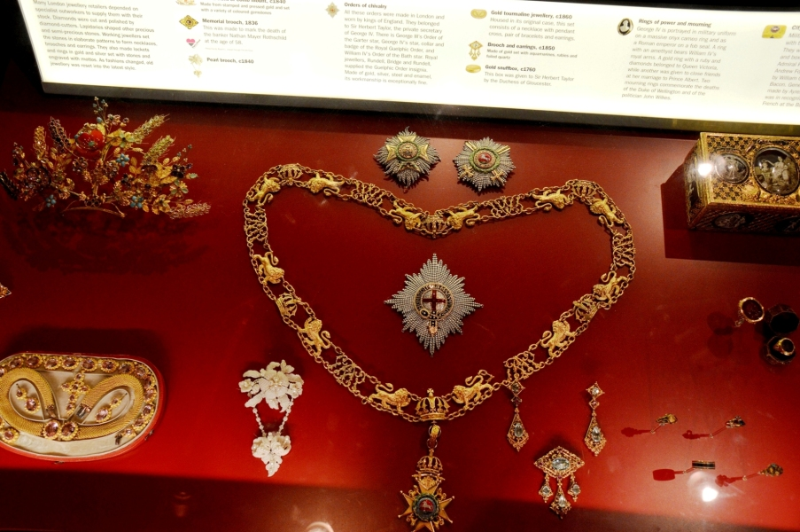 museum-of-london-regalia-and-jewels