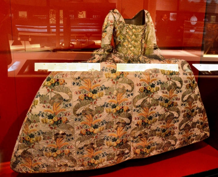 museum-of-london-silk-dress