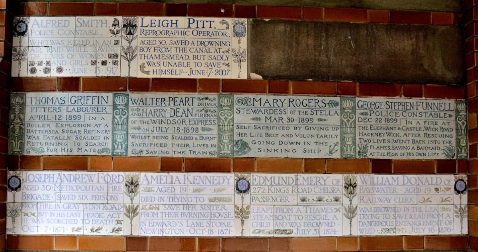 postmans-park-plaques-1
